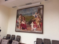 壁にかかった大きな絵はやはり聖家族。