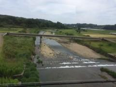 車窓から見た名も知らぬ川。
