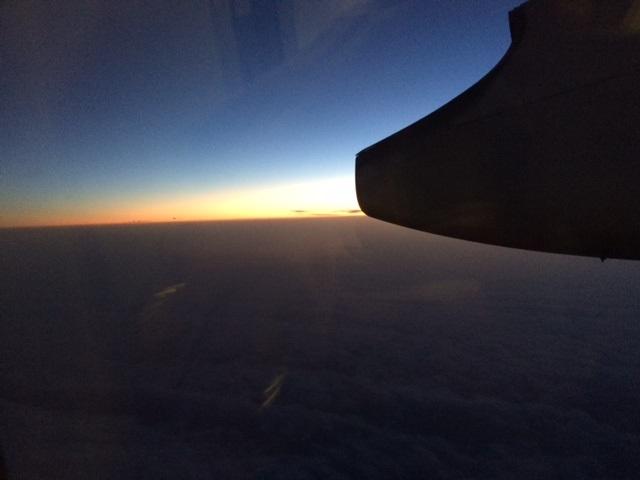 機内から見た夕暮れ。