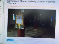 奥地の聖堂にも教皇の写真が。
