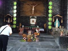 昔をしのびながらの聖体訪問。後ろ姿は曾司教様。