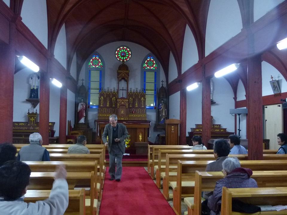 五島地区最古の現役木造教会。