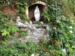 聖堂裏のミニルルド。