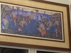2年前にオープンしたデンパサール空港の壁にバリ島の人々の暮らしの様子が描かれている。