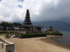 雨季には水中に沈む。アジアで一番高い十一の塔。