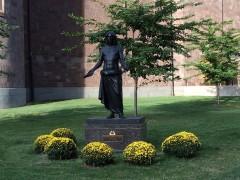 フィラデルフィア教区カテドラル横のイエス像。
