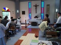 ミサ前。左は初聖体。右は洗礼。緊張したという。