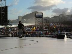 会場のコパカバーナ。向こうの白い部分がビーチ。