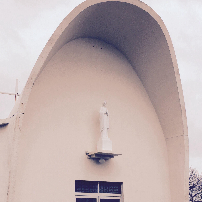 教会正面の聖母