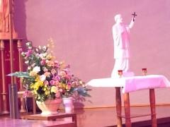 恒例のザビエル祭で聖堂に運ばれたザビエル様。