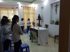 幼きイエズス修道院聖堂。志願者12人。