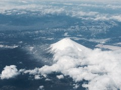 富士はまだまだ雪の中