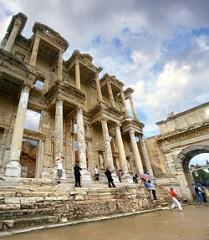 ローマ時代に再建されたアルテミス神殿付属の図書館跡。