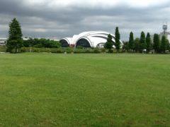 オリンピック会場の水泳競技場とスポーツ広場