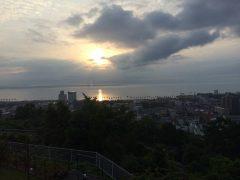 天地創造を思わせる別府湾の日の出