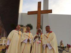 左はカンボジアの司教さん。日本で二年働いた。