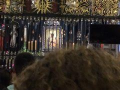 黒い聖母の本体は柵の向こう