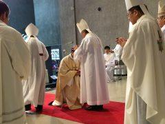 司教たちからの按手