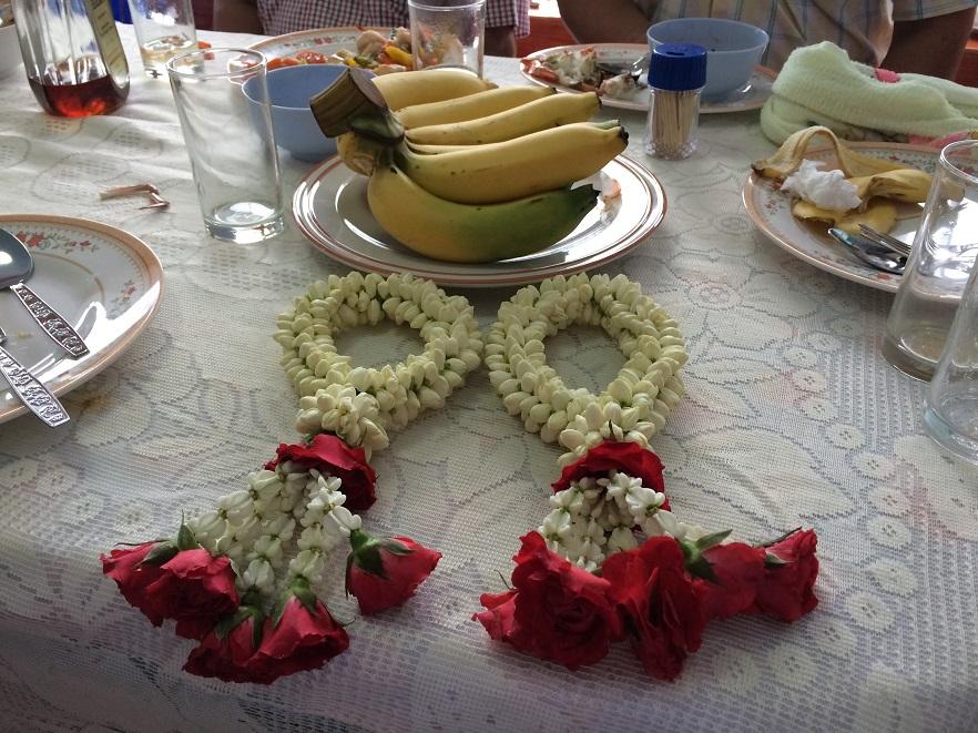 生花でできた歓迎の花輪