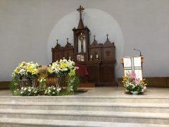 祭壇の花は造花だった
