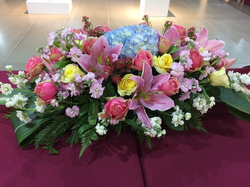 会議中に飾られた生花