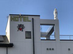 新装なったホテルの屋上にはマリア様が