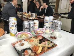 昼間からビールが出るのも吉野。しかし、大半はノンの方だった。
