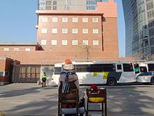 ソウルの日本大使館前に置かれた少女像