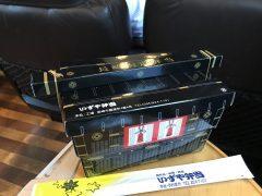 長崎駅で買った弁当はカゴに乗ったスシ弁当