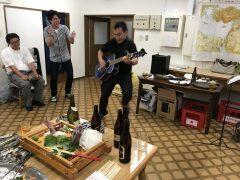 グルグルまわりながらのギター演奏。韓国人神学生。