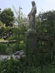 エリヤがイゼベルの手を逃れて荒野にきて身を横たえたエニシダの木(1列王19.4‐5)の若枝‐台座から上空
