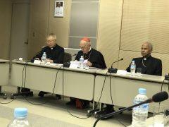中央は長官右バチカン駐日大使左通訳和田師