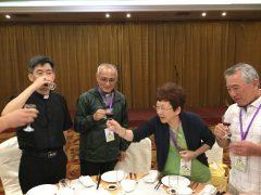 左ハイメン教区の司教さん。右日本代表。