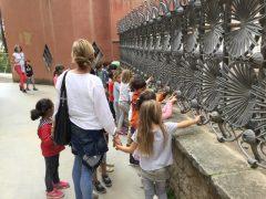 幼稚園の子供達もアウディ鑑賞