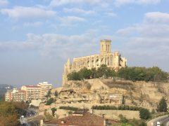 マンレサの山の上の修道院標高700m