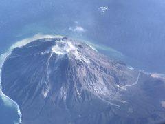 トカラ列島の一つ硫黄島屋久島の西にある
