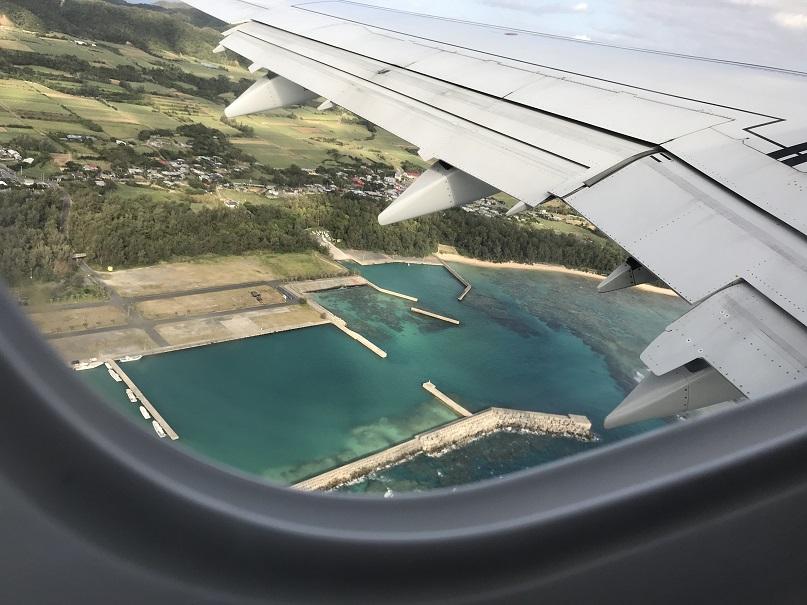 奄美空港横の漁港はコバルトブルー