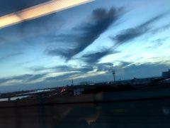 複雑な夕暮れの空にも晴天の兆候