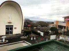 右は平和の園保育園。モンテッソーリ教育で有名