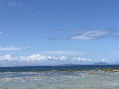 母間教会下の海岸。遠景は奄美。