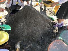 末広がりの砂の富士山