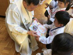 チョン神父さんからの祝福とプレゼント