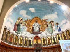 民族和解教会正面。主の手には平和の文字