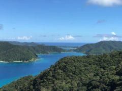 澄んだ空気と海の青さ、島は夏がいい