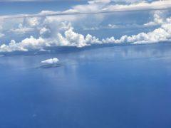 今話題の馬毛島と海に映える雲のカーテン