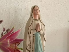 聖堂入り口の聖母